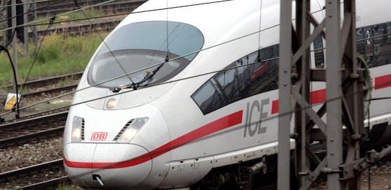 Der Zug erfasste den Vierjährigen, für den jede Hilfe zu spät kam.