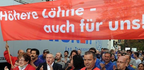 (Symbolbild) Nach den gescheiterten Verhandlungen über neue Kollektivverträge kündigt die Gewerkschaft Warnstreiks an.
