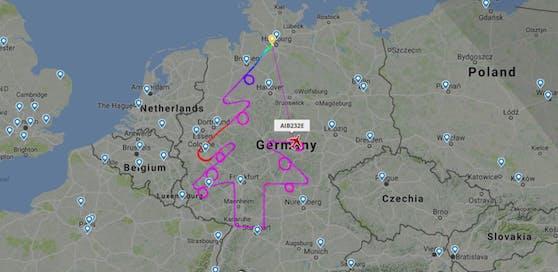 """Flugzeughersteller Airbus lässt eine Maschine einen Christbaum am Himmel """"zeichnen"""""""