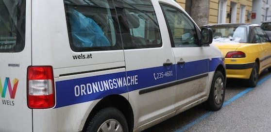 Ein Mitarbeiter der Welser Ordnungswache soll Nazi-Utensilien verkauft haben.