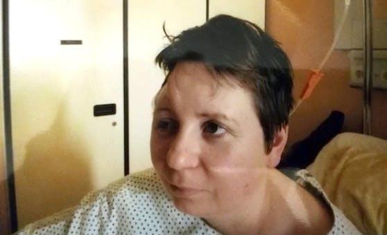 Zierstück verletzte Barbara S. am Kopf.