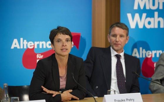 Zu viel Nähe zu Hitler: AfD-Chefin Frauke Petry will Björn Höcke aus der Partei werfen.