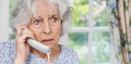 Polizei warnt: Immer wieder werden ältere alleinstehende Menschen von Trickbetrügern hereingelegt