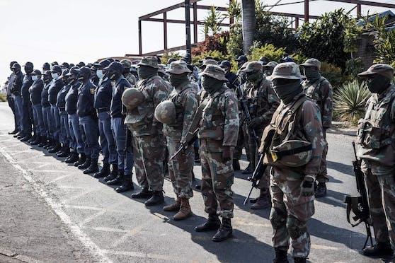 """Die Lage in den Provinzen KwaZulu-Natal sowie Gauteng sei nun """"stabil"""", teilte die Regierung am Mittwoch mit."""