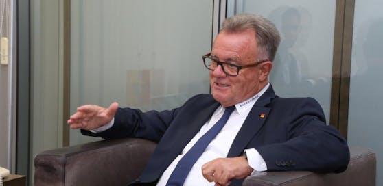 Hans Niessl (SPÖ) sieht sich als Sieger.