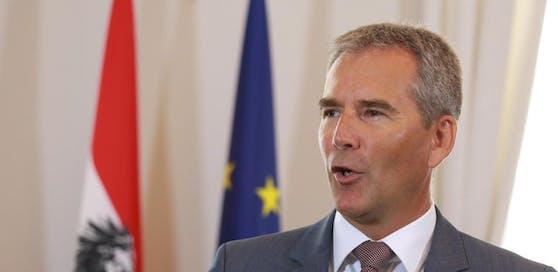Finanzminister Hartwig Löger (VP) pocht auf eine schnelle Einigung bei der Digitalsteuer.
