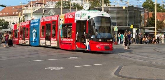 Straßenbahn am Grazer Jakominiplatz. (Symbolfoto)