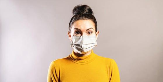 Durch Feuchtigkeit und Reibung können unter der Maske böse Hautirritationen entstehen.