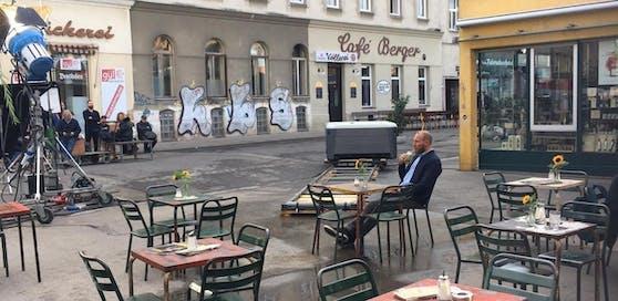 Hermann Maier beim Werbedreh am Wiener Yppenplatz.