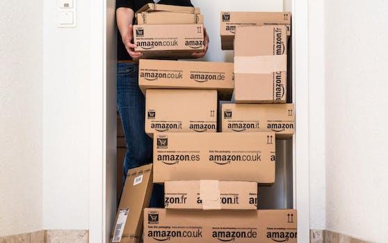 Viele Pakete kamen nicht an  weil sie der Zusteller einfach selbst aufmachte und den Inhalt im Keller lagerte.