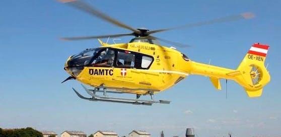 Der Mann wurde schwer verletzt mit dem Notarzthubschrauber abtransportiert.