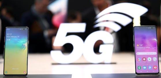 Beim Speedtest erreichte Drei mit seinem 5G-Netz eine mittlere Top-Download-Rate von 413,00 Mbps, Magenta 242,68 Mbps und A1 165,07 Mbps.