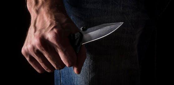 Der Iraker rammte seinem Bekannten ein Messer in den Unterbauch.