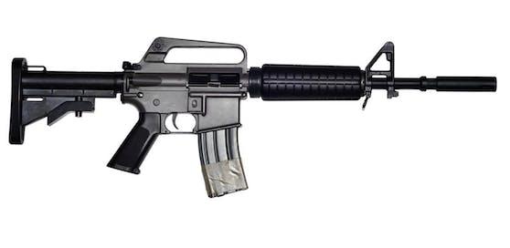Auf den ersten Blick oft kaum zu unterscheiden: Softair-Waffen sehen echten oft täuschend ähnlich. (Symbolbild)