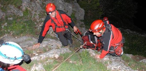 Die Bergrettung brachte das Duo, fast 14 Stunden nachdem es zur Wanderung aufgebrochen war, wieder ins Tal.