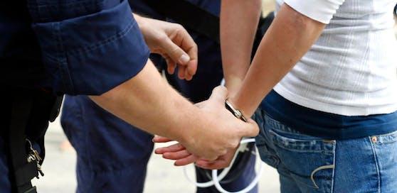 Die Raubgruppe des Landeskriminalamts konnte zwei Fälle klären.
