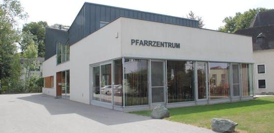 Pfarrheim in Schwadorf war Ziel von Kriminellen.