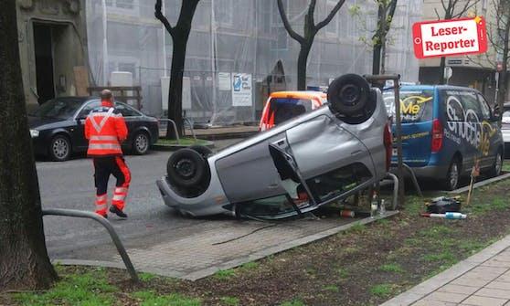Die Seniorin überschlug sich mit dem Fahrzeug (Leserreporter Dean Krstic).