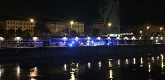 """Der Mann fiel im Donaukanal auf der Höhe des Lokals """"Flex"""" ins Wasser (Symbolbild)"""