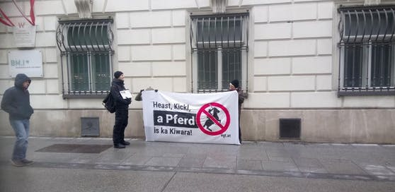 Demo des VGT gegen die berittene Polizei.