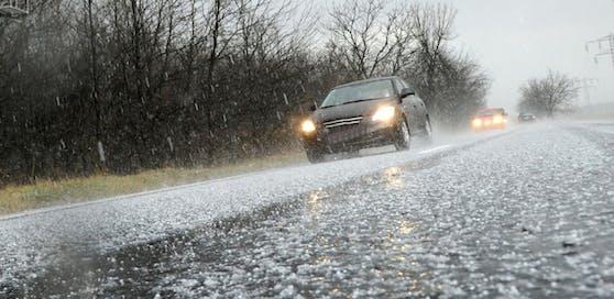 Hagel-Gewitter sind für Autofahrer eine echte Herausforderung
