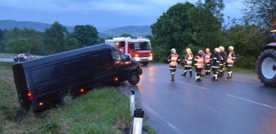Als die Feuerwehr Peilstein zum Unfallort kam, flüchteten die Täter.