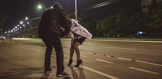 Der Mann lauerte seiner Ex-Freundin am Heimweg auf.
