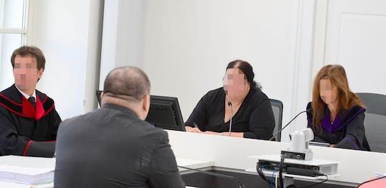 Der Beschuldigte soll zwei Frauen jahrelang gequält haben.