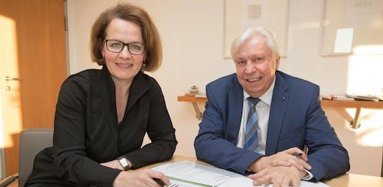 Landesrätin Christiane Teschl-Hofmeister und Bildungsdirektor Johann Heuras.