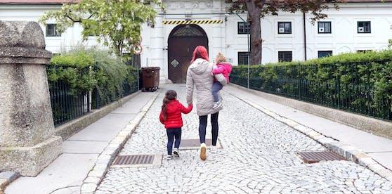 Mama und die Kinder vermissen Papa.