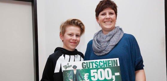 Elisabeth und Sohn Lukas freuen sich. (Foto: Foto Strobl)