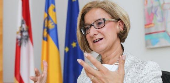 Johanna Mikl-Leitner will 500 Landes-Dienststellen in die Regionen bringen.