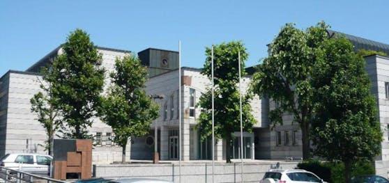 Am Landesgericht Steyr muss sich der Beschuldigte (52) verantworten.