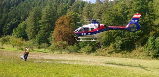 Helfer und ein Hubschrauber suchten zwei Stunden nach dem Mann.