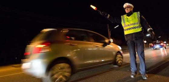 Symbolfoto einer Polizeikontrolle.