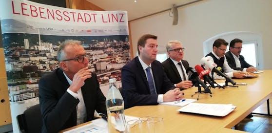 Polizeidirektor Erwin Fuchs, Michael Raml, Klaus Luger (v.li.) bei der Pressekonferenz.