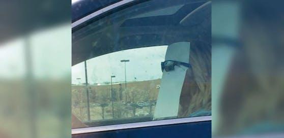 So fotografierte ein anderer Lenker die Frau hinterm Steuer ihres CR-V.