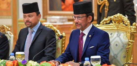 Hassanal Bolkiah (r.), der Sultan von Brunei, gilt als einer der reichsten Männer der Welt.