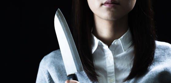Die Frau (45) griff auch zu einem Messer.