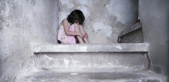 Ein kleines Mädchen wurde sexuell missbraucht