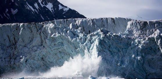 Der Gletscher brach ab, als der Mann drauf stand. (Symbolfoto)
