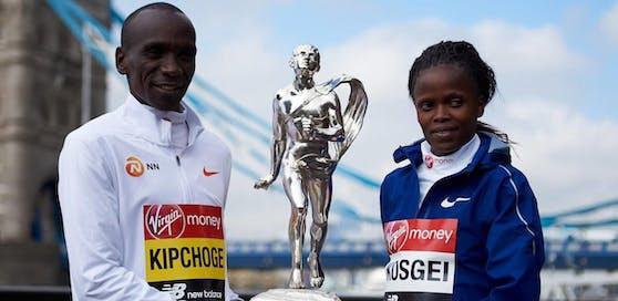 Eliud Kipchoge und Brigid Kosgei. Die Spitzenläufer Kenias sorgten an einem Wochenende für gleich zwei Rekorde. Hier sind sie gemeinsam in London zu sehen (April 2019).