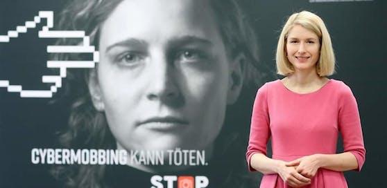 Christine Haberlander startet eine Kampagne gegen Hass im Netz und Cybermobbing.