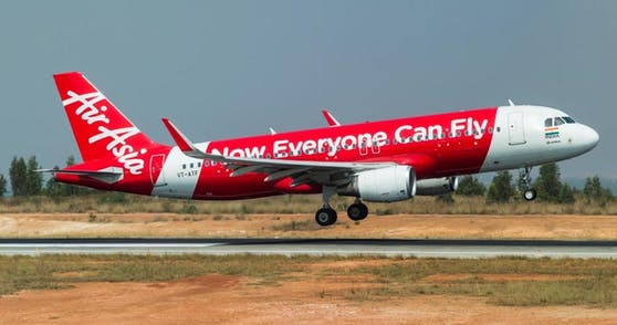 Das Baby wurde tot auf der Flugzeug-Toilette einer AirAsia-Maschine gefunden