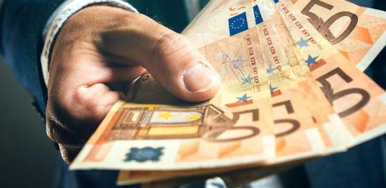 Der 28-Jährige holte sich vom 56-Jährigen regelmäßig Geld.