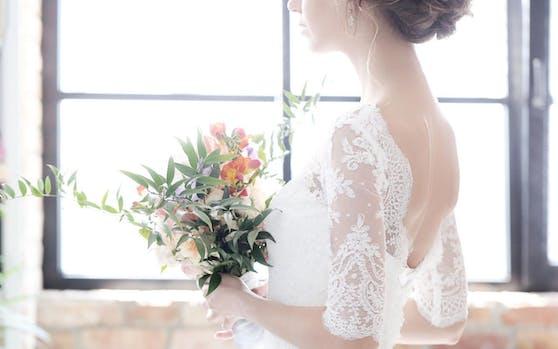 105 Hochzeiten hätten diese Woche stattfinden sollen, sie sind alle ins Wasser gefallen.