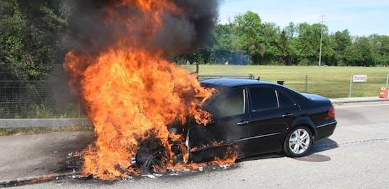 Benzin statt Diesel  laut Polizei soll eine Falschbetankung schuld an dem Fahrzeugbrand sein.