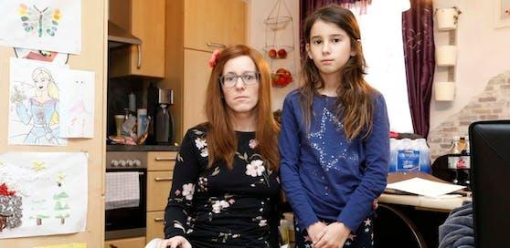 Seit Monaten warten Tanja K. und ihre Tochter aufs Pflegegeld. Sie ist nicht die einzige Betroffene: Mehr als 1.100 Oberösterreicher wandten sich wegen Problemen mit dem Pflegegeld an die AK.