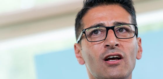 Der Nationalratsabgeordnete Efgani Dönmez soll Sonntagabend von einem jungen Tschetschenen angegriffen worden sein.