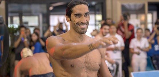 Italiens Ex-Schwimm-Star Filippo Magnini sieht nicht nur gut aus, er rettet auch Leben an den Stränden Sardiniens.